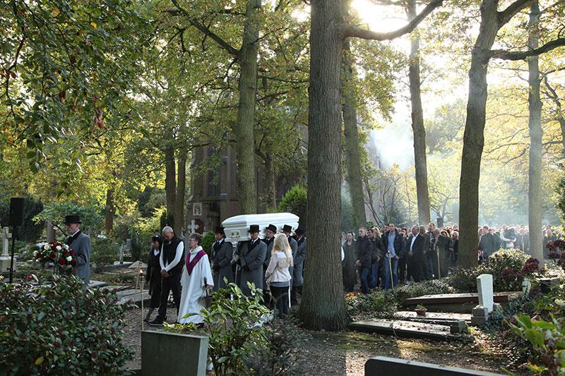 Op 't kerkhof